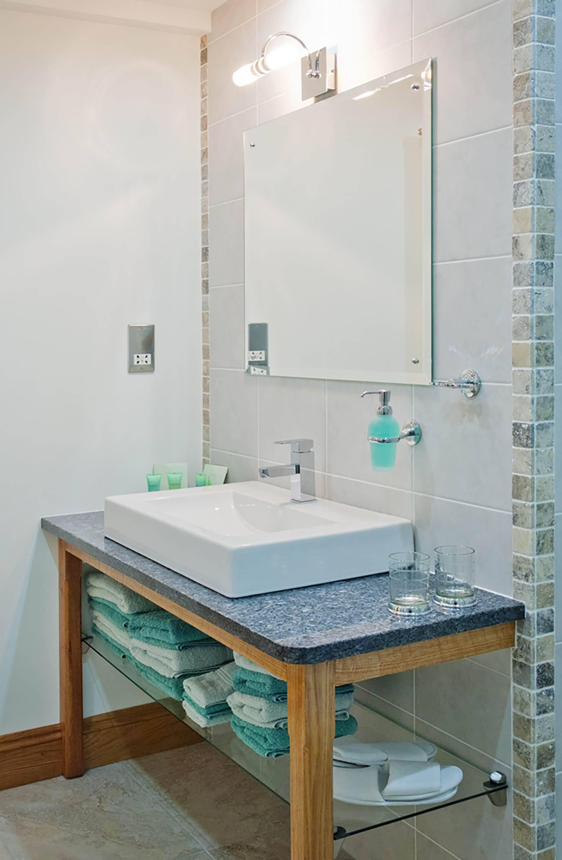 Alkham_BB_Dover_Kent_Pheasant_Room_Bathroom