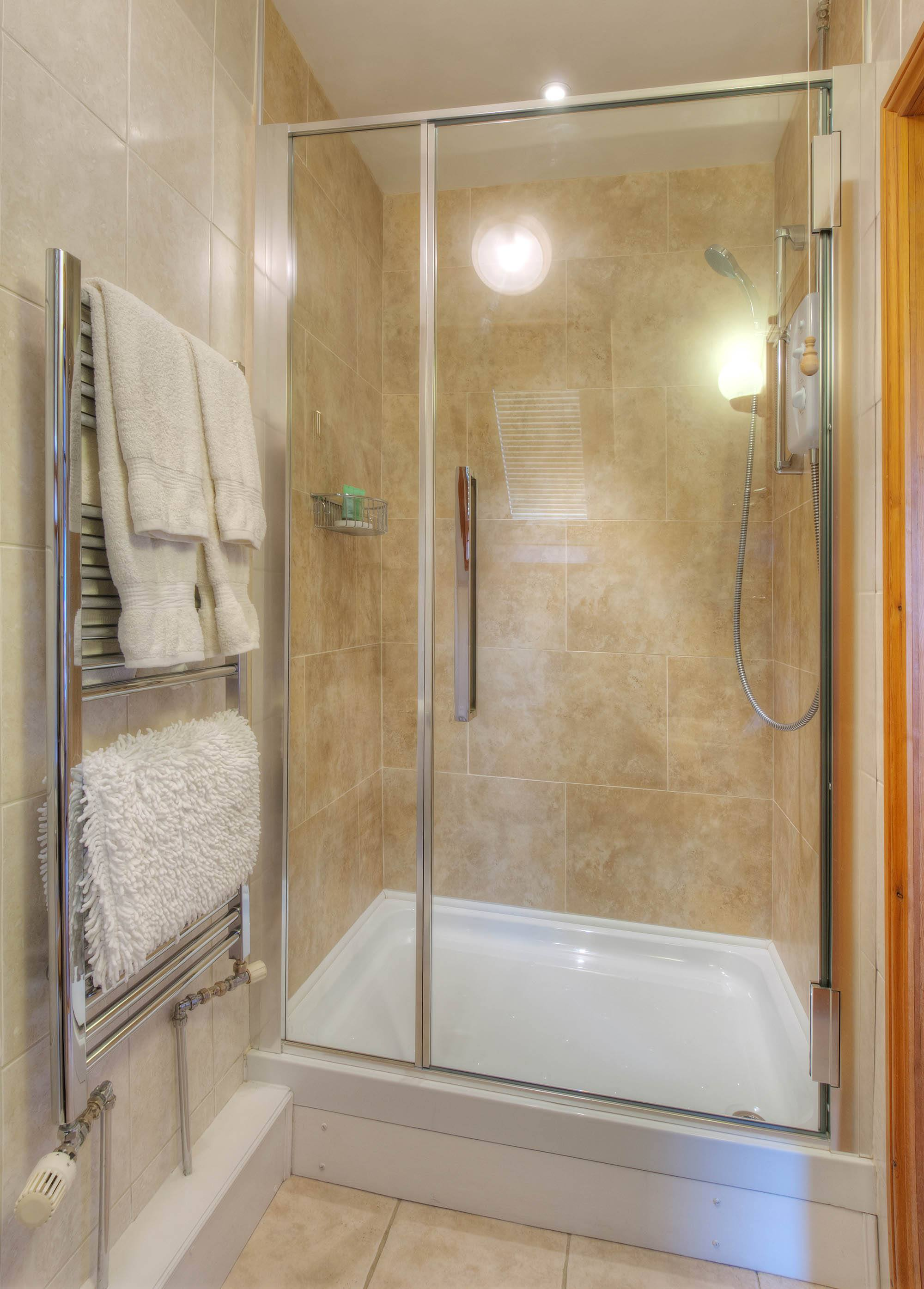 Badger_Room_Dover_Kent_en-suite_shower